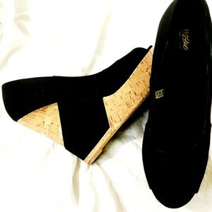 Missimo size 8 1/2 wedge cork shoes black straps